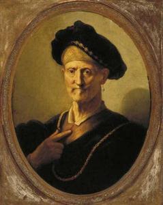 Borststuk van een man met een baret en grote halsketting