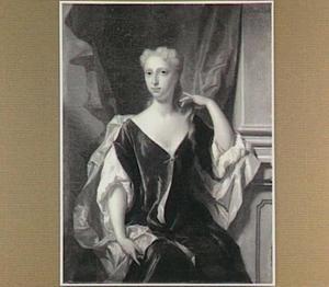 Portret van een vrouw, zittend voor een draperie