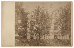 De concertzaal in Park Tivoli tijdens de maskerade in Utrecht in 1881