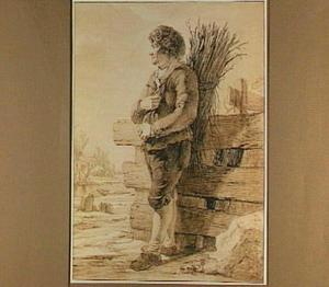 Man met takkenbos en bontmuts, bij een schutting