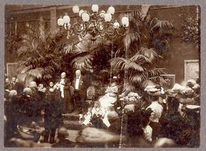 Huldiging van Hendrik Willem Mesdag (1831-1915) en Sina (Sientje) Mesdag van Houten (1834-1909) in Pulchri Studio, ter gelegenheid van hun gouden huwelijk