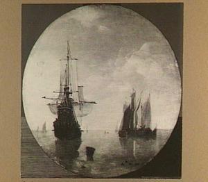 Amsterdamse koopvaarder en andere schepen voor anker bij windstilte