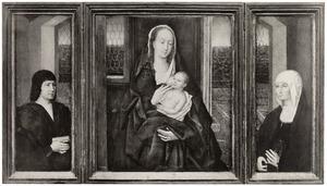 Stichter met gebedenboek (binnenzijde linkerluik), Maria met kind (middenpaneel), stichtster met rozenkrans (binnenzijde rechterluik)