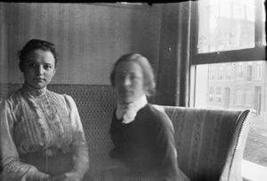 Dubbelportret met Lise Jordan aan de Overtoom te Amsterdam