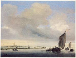 De Wijkermeer met twee wijdschepen, op de achtergrond Beverwijk