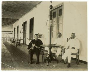 Portret van Jhr. Albert Domenicus Laman Trip (1881-?), Willem Karel van Hasselt (1882-1945) en J.F. den Ouden (1871-?)