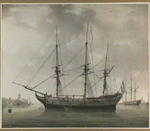 Fregat in de haven van Dordrecht, in de achtergrond de Grote Kerk