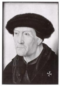 Portret van een man met een bontmuts