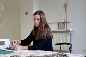 Portret van Germaine Kruip in haar atelier
