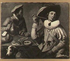 Twee zittende soldaten met honden bij een tafel