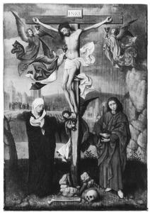 De gekruisigde Christus met Maria, Johannes Evangelista en engelen