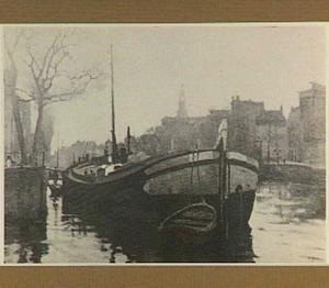Rivierboot in een Amsterdamse gracht
