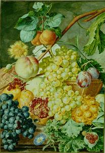 Vruchtenstilleven in en rond een rieten mand op een stenen plint