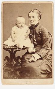 Dubbelportret van mw. Gorter-Meijer en baby Gorter