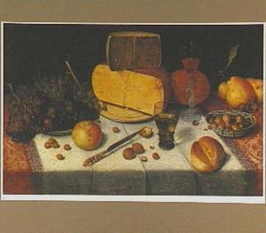 Stilleven van kaas, brood en vruchten op een gedekte tafel