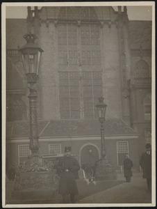Gezicht op de Nieuwe Kerk op de Dam te Amsterdam