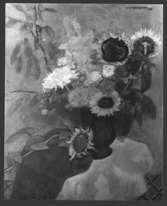 Vaas met zonnebloemen met blauwe lap