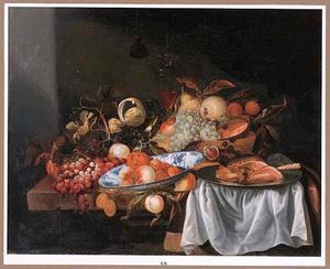 Stilleven met vruchten en een ham