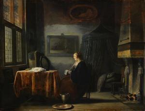 Jonge vrouw die een brief leest bij haar kaptafel