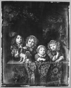 Vier kinderen met een hondje en een kat in een venster
