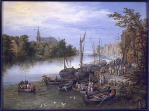 Gezicht op een dorp aan de rivier met een aanlegplaats