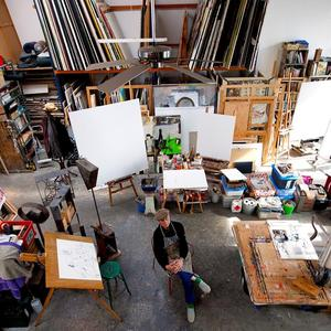 Anton Martineau in zijn atelier