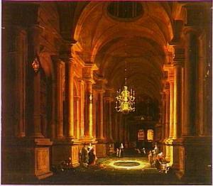 Kerkinterieur bij kunstlicht