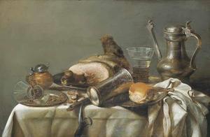 Stilleven met een ham, Jan-Steenkan mosterdpot en zilveren beker