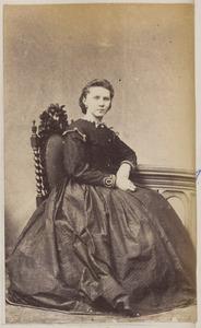 Portret van een vrouw, waarschijnlijk een dochter van Andreas Jacobus Lieuwens (1810/1811-1901) en Jouktje de Boer (...-...)