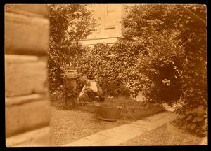 Willem Steelink in de tuin