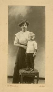 Portret van Louise Eugenie Scheuer (1877-1937) en Johannes Feikema (19-9-1977)