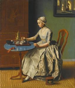 Jonge vrouw met een kan chocolade