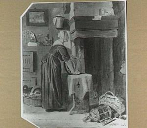 Interieur met vrouw die pan schoonmaakt