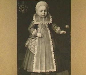 Portret van een kind met een anjer