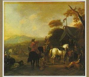 Rustende soldaten en trommelaar en trompetter bij een tent