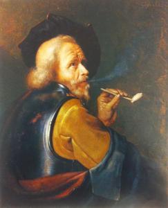 Oude soldaat met een pijp die rook uitblaast