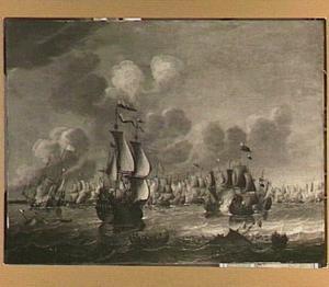 Zeeslag met op de voorgrond een zinkend schip