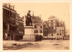 Royers standbeeld van Rembrandt op de Botermarkt (Thans Rembrandtplein), ca. 1860