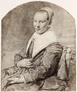 Portret van een onbekende vrouw met in haar linkerhand een paar handschoenen