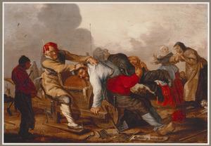 Twee mannen proberen het hoofd van een derde man te 'slijpen'