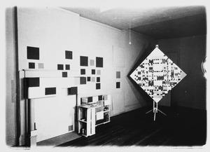 Het atelier van Piet Mondriaan na zijn overlijden met VICTORY BOOGIE WOOGIE (unfinished), 1942-44/1944 (B324)
