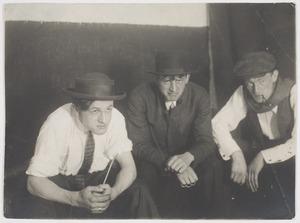 Georg Grosz, Otto Schoff en Herbert Fiedler, in  Berlijn ca. 1920