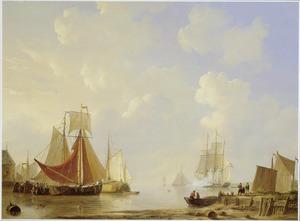 Voor anker liggende schepen bij kalm water in de haven