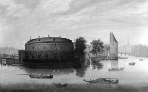 Amsterdam, gezicht op de Binnen Amstel met het Rondeel; rechts de toren 'Swijch Utrecht', de brug over de Kloveniersburgwal en op de achtergrond de toren van de Zuiderkerk