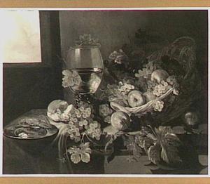 Stilleven met vruchten in een mand, een roemer en een kreeft