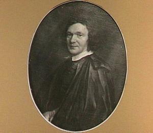 Portret van een zwart geklede man, ten halven lijve