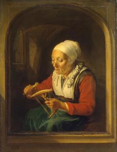 Een klossende oude vrouw in een stenen boognis