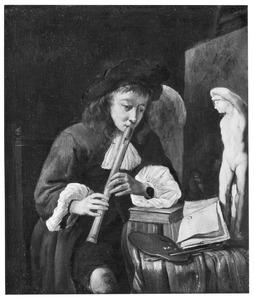 Fluitspelende jonge kunstenaar in het atelier