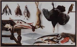 Stilleven met een papegaai, vlees, vissen en jachtbuit