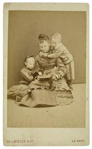 Portret van Yda Jacoba van Drecht met dochter en zoon